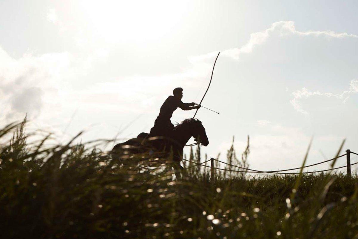 mazda ecuador - jinete y caballo