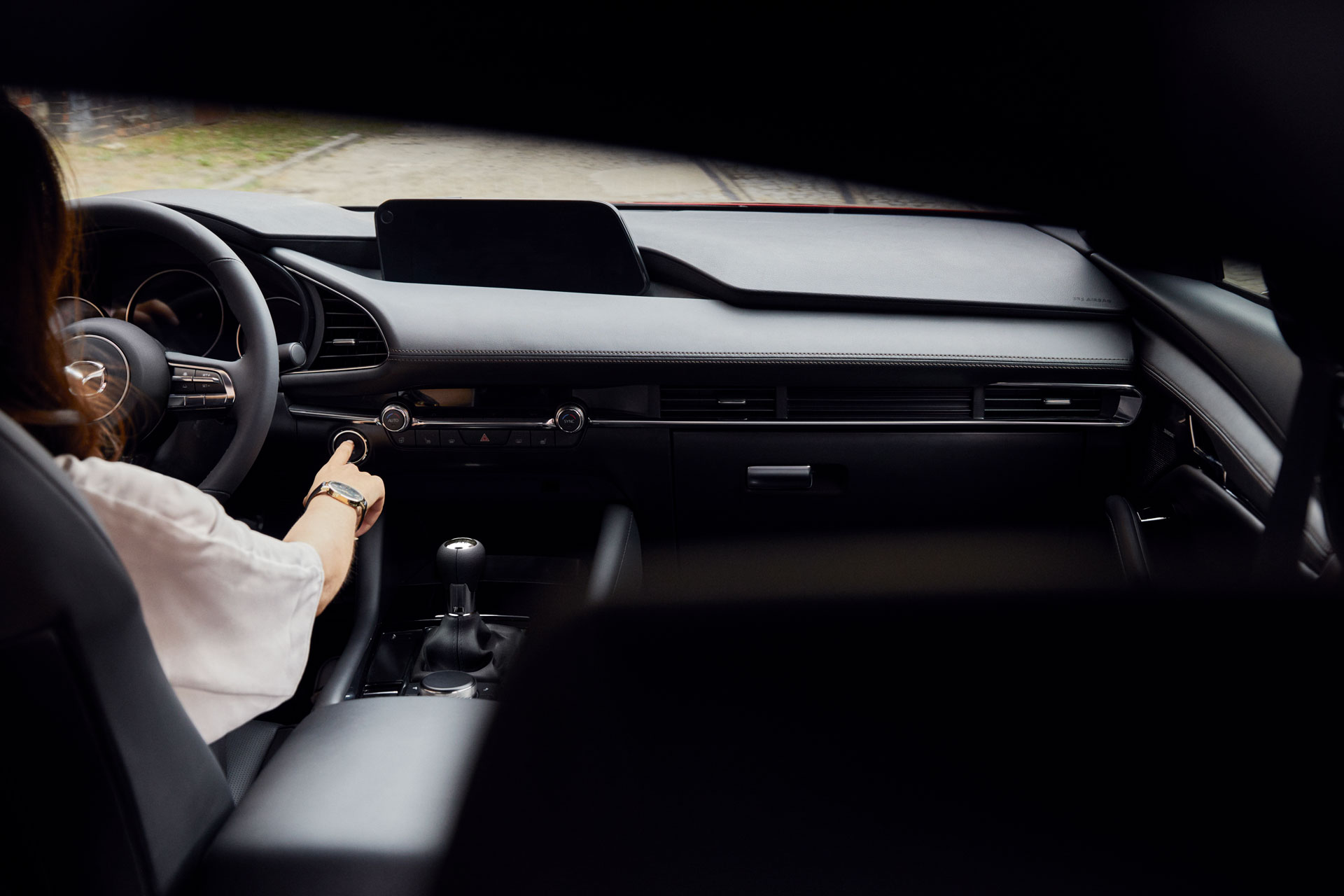 Últimas tendencias en autos premium. Tecnología y conectividad.